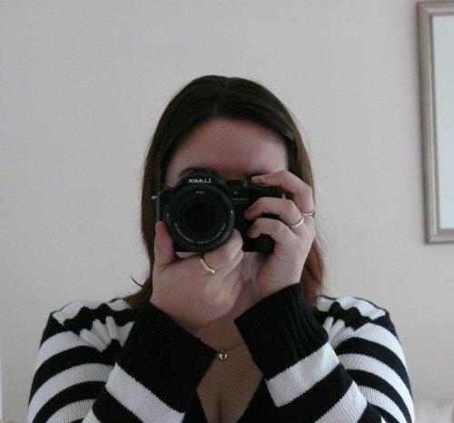 self portrait with my first bridge camera   carlalouise.com