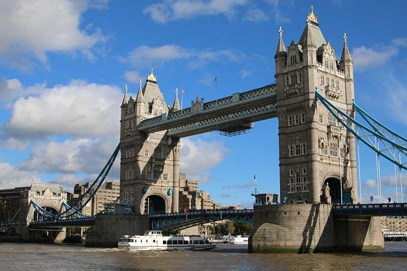 tower-bridge-boat