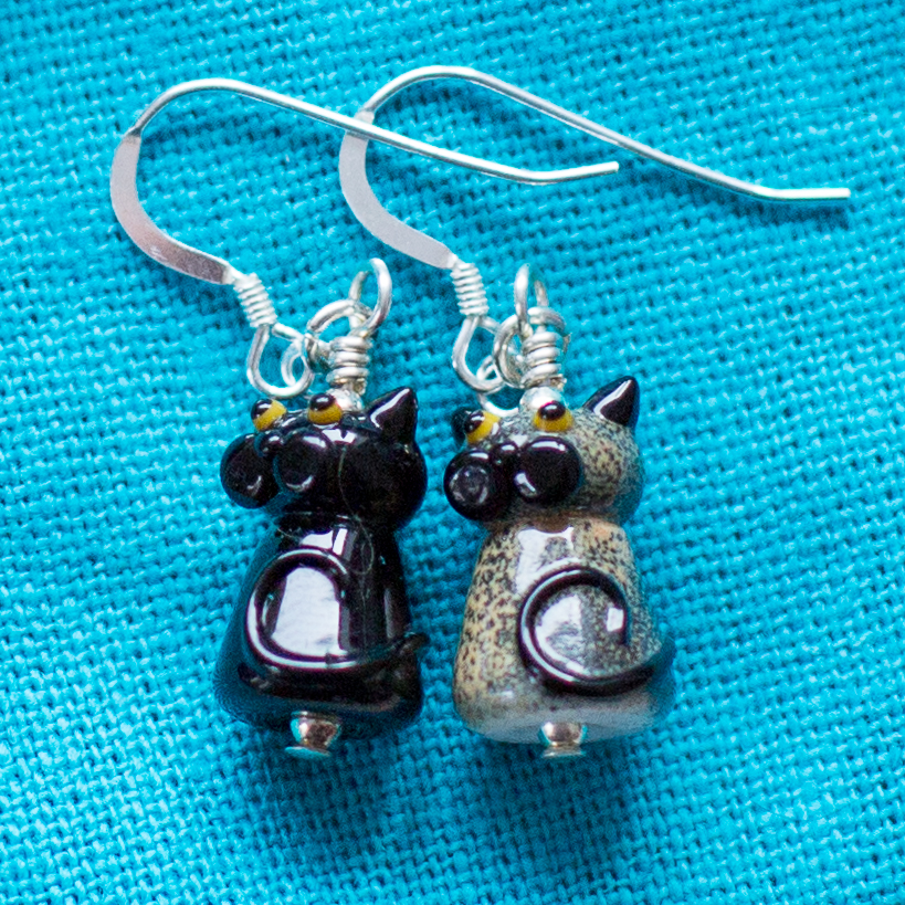 Lampwork cat earrings | Carla Watkins Photography for carlalouise.com