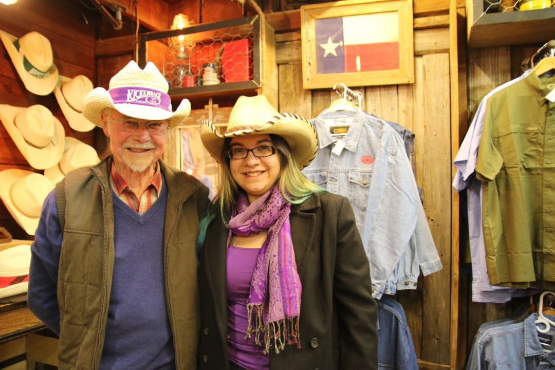 Chris and Carla in Luckenbach, Texas | carlalouise.com